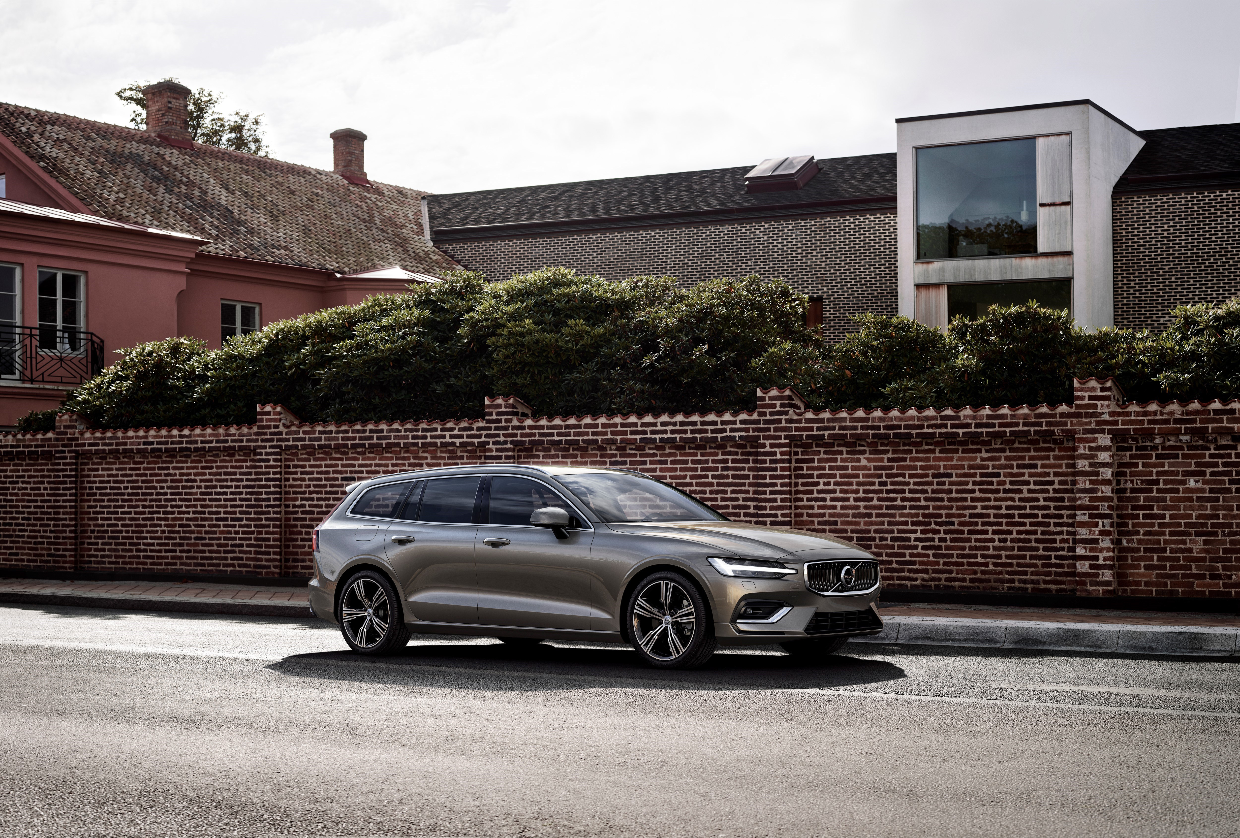 2019 V60 T6 Twin Engine AWD Momentum